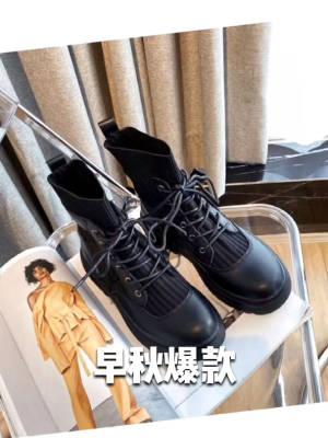 最近很火的一款马丁靴,你入手了吗? 来!每天早上八点🕗来我直播间, 给你们福利秒!福利秒! 39.9!39.9! #今天穿什么鞋#
