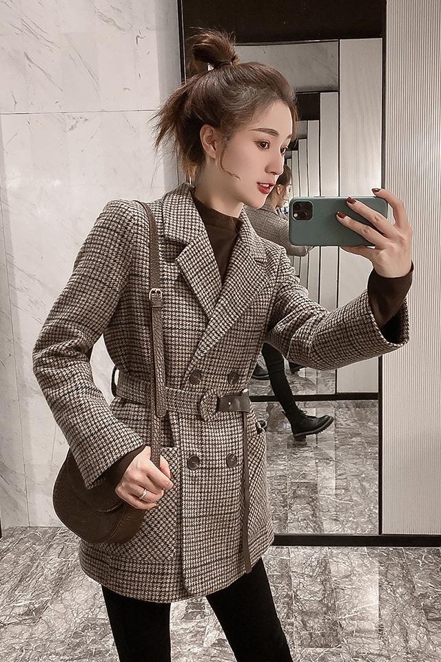 冬装赫本风小个子修身显瘦加厚毛呢外套+黑色加绒牛仔裤时尚套装