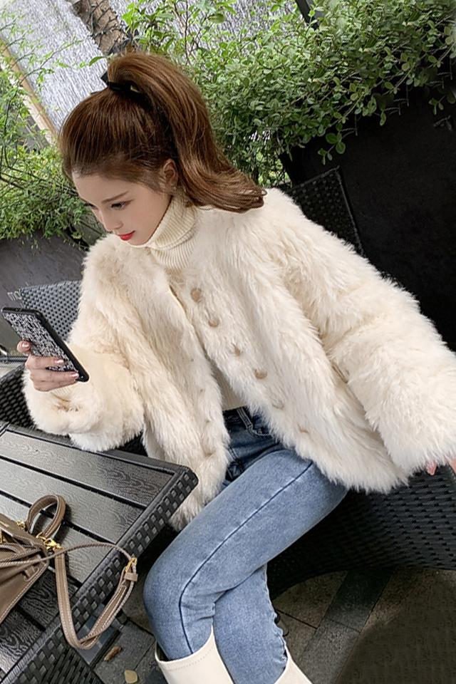 气质保暖流苏毛绒绒短外套+高领针织衫+高腰加绒牛仔裤三件套装