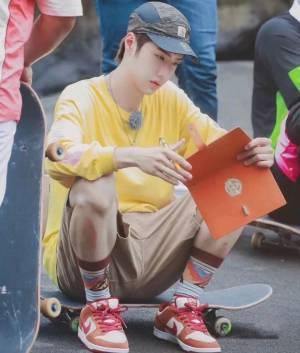 王一博同款,号称脏脏橘,熟悉我的人知道我多喜欢脏橘色,口红都用了超多支了,支持博哥 #今天穿什么鞋#