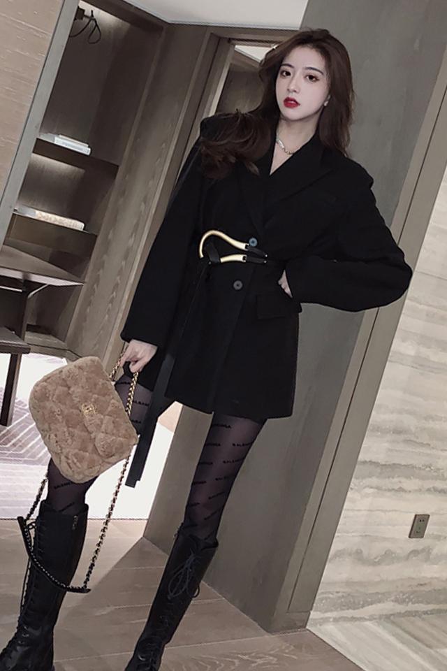 小衣橱管家毛呢外套女气质收腰秋冬新款时尚百搭黑色大衣+皮短裤