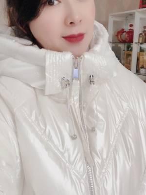 羽绒服真的是太赞了,质量太好了,没想到这么便宜的价格能买到这么好的衣服,超级喜欢 #叶子yzzz粉丝晒单#