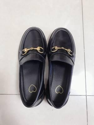 鞋子真的超级软,上脚特别舒服,第一次穿皮鞋不磨脚,太爱这双鞋子了,码数是正常码数,叶子推荐的果然都是精品,大爱叶子