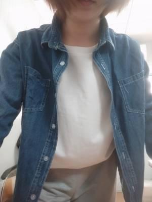 衣服面料很不错,款式也很宽松,很喜欢。很百搭。喜欢。 #LuLu_林粉丝晒单#