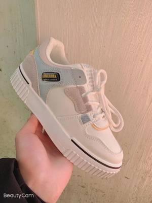 真的是颜值特别高的一款小白鞋,很好搭配,客户推荐的尺码也很合适,透气好穿,什么衣服都可以搭配,美美的
