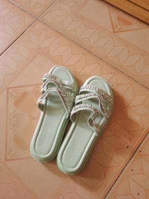 这拖鞋哪位大神可以告诉我怎么穿,快递回家这么久拆出来给我这么大惊喜嘛😿 #叶子yzzz粉丝晒单#