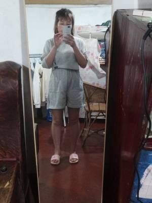 矮个子的我穿着就这样子😓😓质量没那么好裤子型也不好。。线头多。。 #叶子yzzz粉丝晒单#