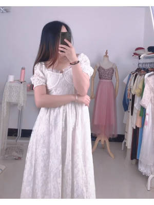 #白色蕾丝连衣裙👗 是不是每个爱美菇凉心里都有属于自己的一条白色的蕾丝连衣裙,他不一定要很奢华,不一定,要价值连城,能够日常穿出来是最棒的。这款连衣裙是有一种飞上仙的节奏。 #春上新直播间安利#