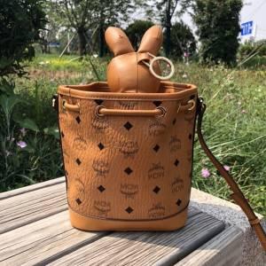实拍一下!mc兔子水桶包!可可爱爱的一只包包!