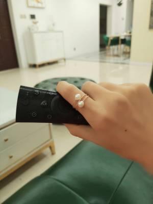 我手上这个戒指好看吧,纯银镀金,淡水珍珠,出福利,不到一杯奶茶的💰