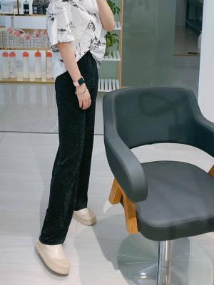 超级好看,158的神裤,穿上就是大长腿。长度真的太绝绝子了,而且坠感还无敌好 #yoke瑜儿_粉丝晒单#