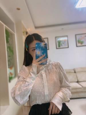 衬衫很仙,质量很好,面料也舒服,秋冬当内搭必备的衬衫,很喜欢😘😘 #JIENILU粉丝晒单#