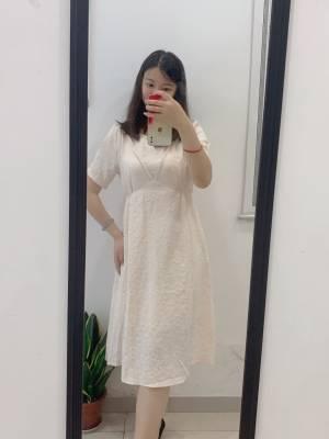 气质小裙裙来打卡啦 需要熨烫一下更好,洗过我就直接穿上啦 面料很喜欢 115斤以下 胸围不是太大的妹子闭眼入哈