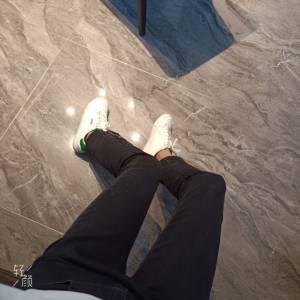鞋子收到了,码数标准,上脚也还舒服,唯一最大的缺点就是,不防滑,真的一点都不防滑,做事真的一点不方便,特别是瓷砖地,湿了特别滑。