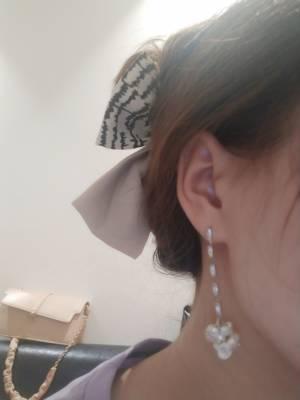 耳环还是很漂亮的,质量也还行,还戴了蝴蝶结 #女生必备好物#