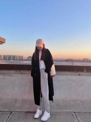 大衣性价比很高,超级厚实,拿到手质感满满,长度也是我喜欢的,黑色百搭不过时,喜欢的姐妹们可以冲啊! #冉冉Rran粉丝晒单#