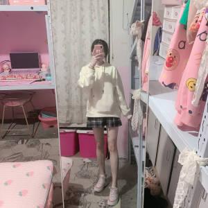 这个百褶裙真的爱了,显瘦又百搭,关键显腿细腿长,上身效果也太好看了叭,这个真的是必入款,什么风格都可以驾驭,不买必后悔系列!!! #Cherry雪梨粉丝晒单#